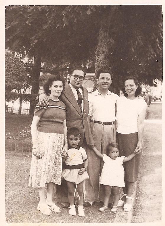 Henri et Louise Draï , avec Guy , et des amis .Square de Constantine , fin des années 40 , début des années 50