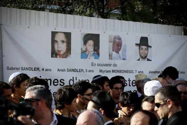 2048x1536-fit_le-25-mars-2012-devant-le-lycee-juif-d-ozar-hatorah-a-toulouse-lors-d-un-hommage-aux-victimes-de